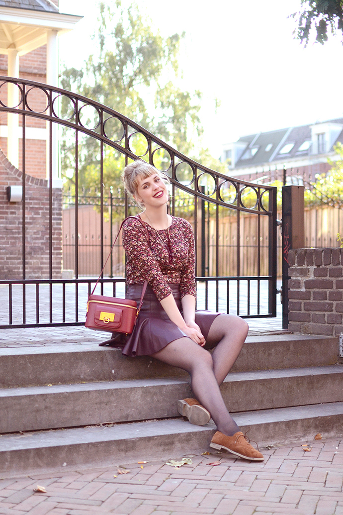 Retromantisch retro romantisch blog Sacha shoes brogues Bershka floral jumpsuit skirt & other stories bag red brown necklace I Am