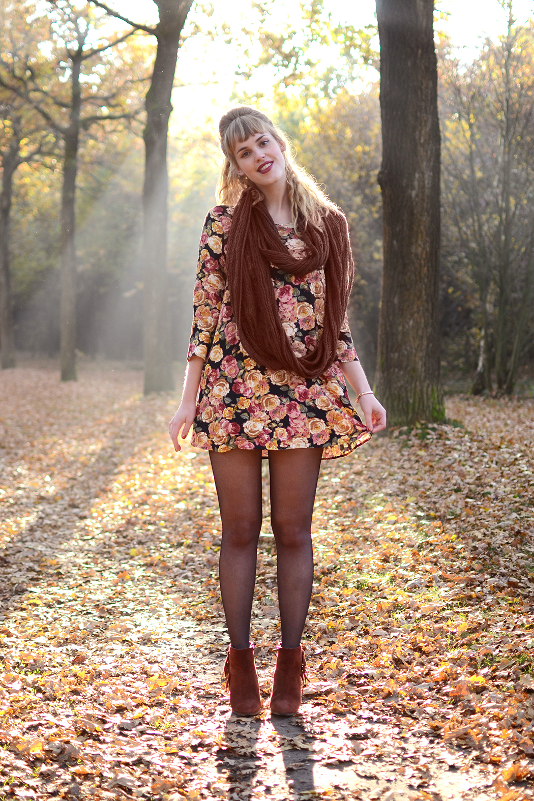 Retromantisch retro romantic fashion blog floral dress Forever 21 scarf Invito shoes fringe boots laarsjes vintage watch