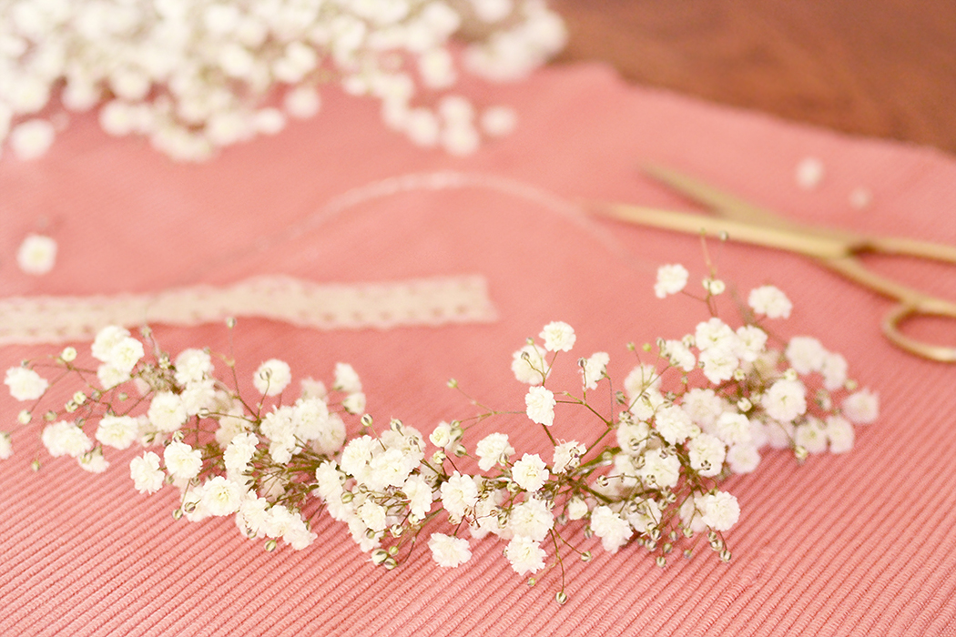 Retromantisch retro romantic fashion blog romantisch haarband DIY headband gipskruid bridal flower crown little flowers