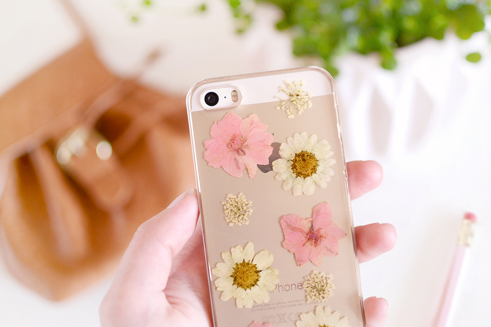 New in  Phone case with pressed flowers  u2013 Retromantisch