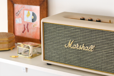 Retromantisch interior interieur Marshall speaker Stanmore cream white gold retro vintage