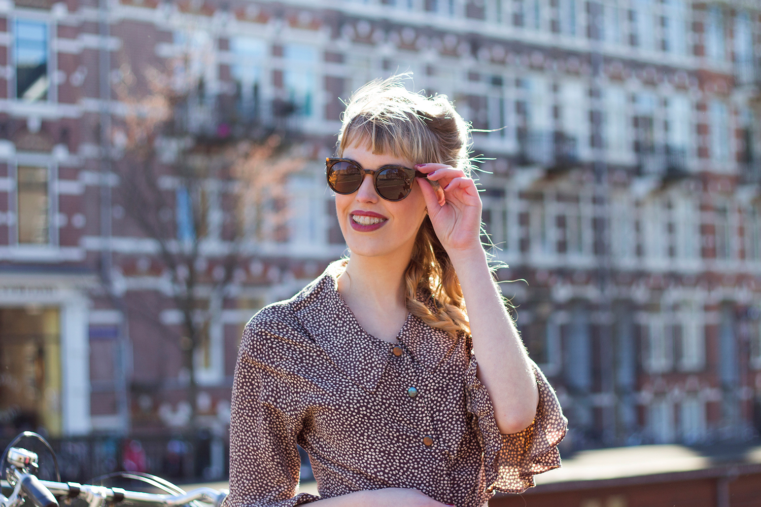 Retromantisch retro girl gang fashion blog costes vintage polkadot asos skirt sunglasses bangs ruffle
