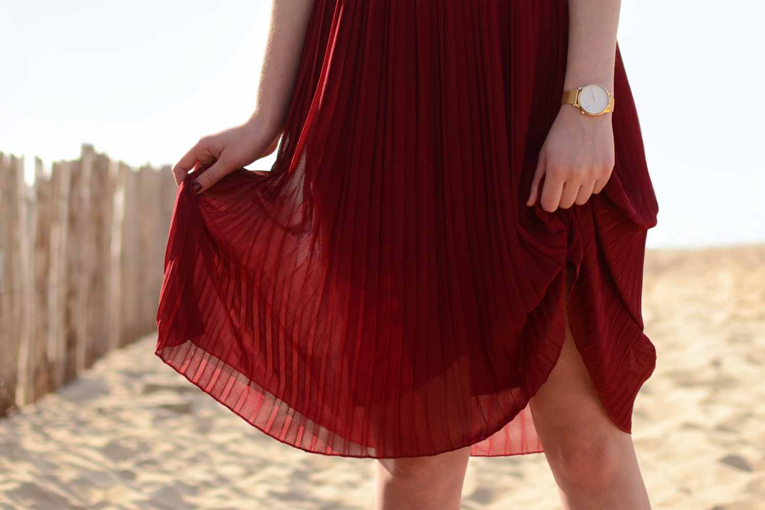 Retromantisch retro romantic fashion blog skirt hat Brixton Komono Estelle Royale watch gold horloge burgundy skirt blouse look ruffle style outfit