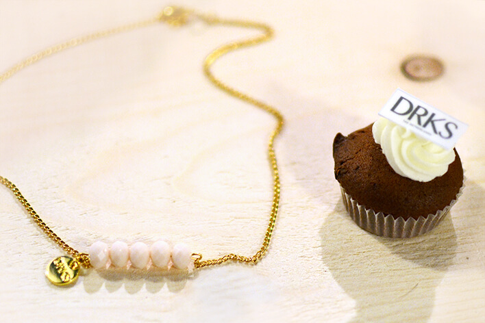 Retromantisch retro blog sieraden DRKS jewellery collection necklace ketting cupcake