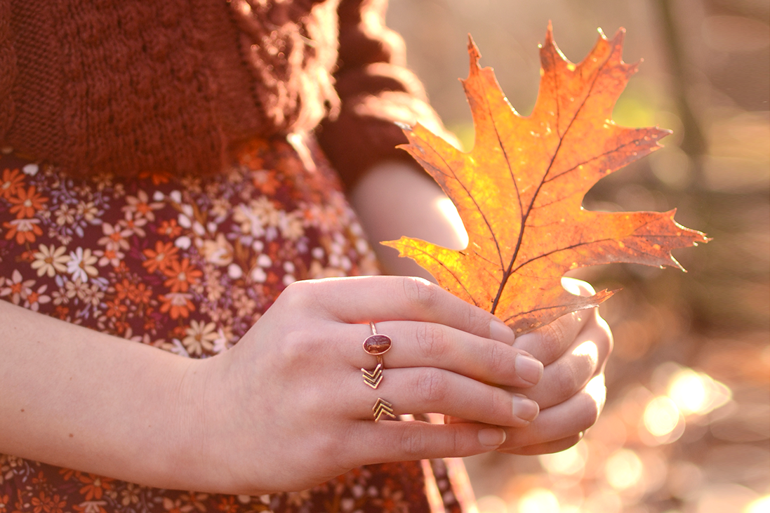 Retromantisch retro fashion blog New Look floral dress cable knit leaf Brandy melville rings H&M Sacha