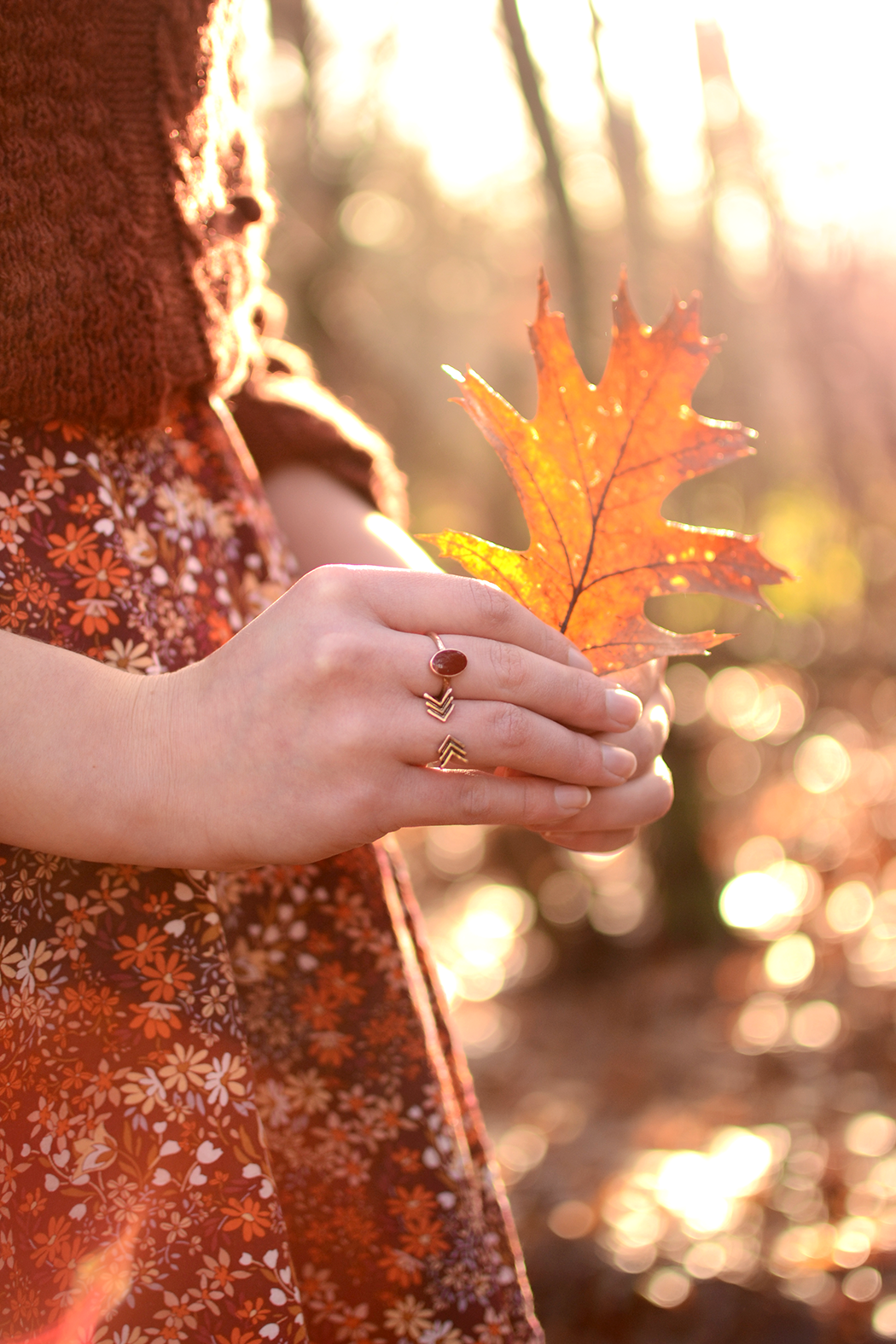 Retromantisch retro fashion blog New Look floral dress cable knit leaf Brandy melville rings arrow