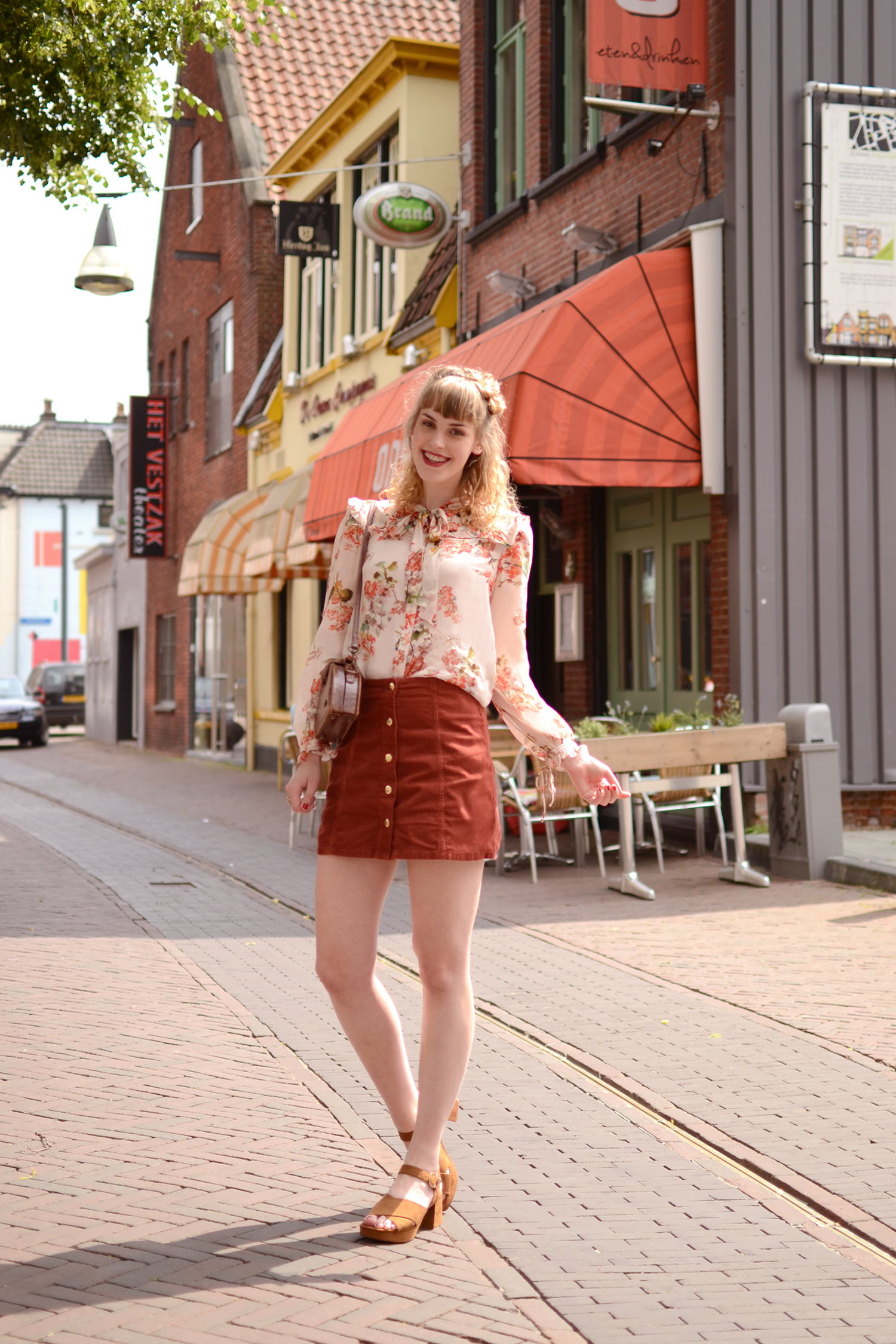 Retromantisch retro romantic fashion blog floral blouse nude Zara vintage bag Topshop skirt button corduroy ring style orange copper gold sandals brown heeled heels block heel
