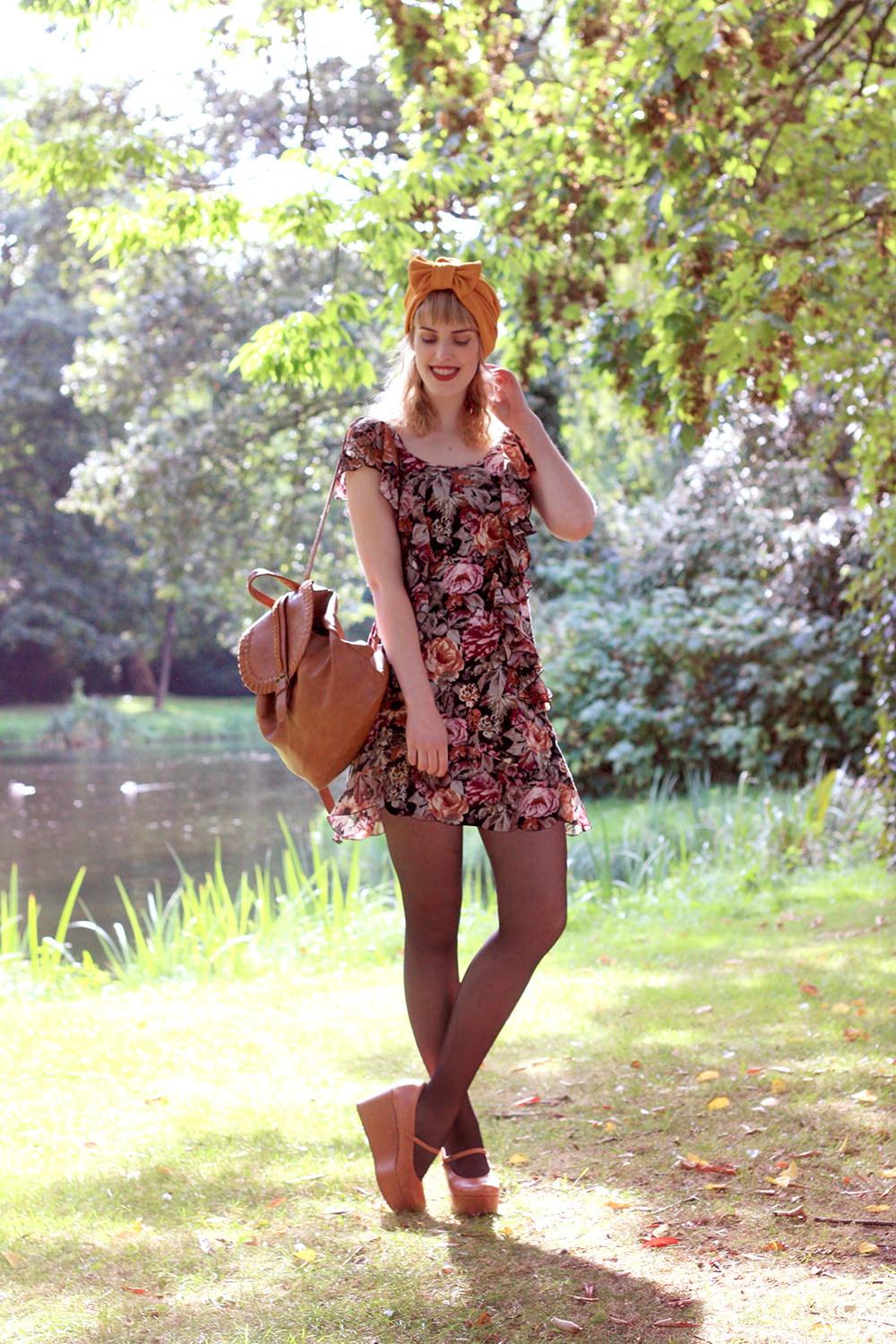 Retro romantic look H&M floral dress turban vintage style fashion blog Sacha platforms wedges mary janes backpack Bershka