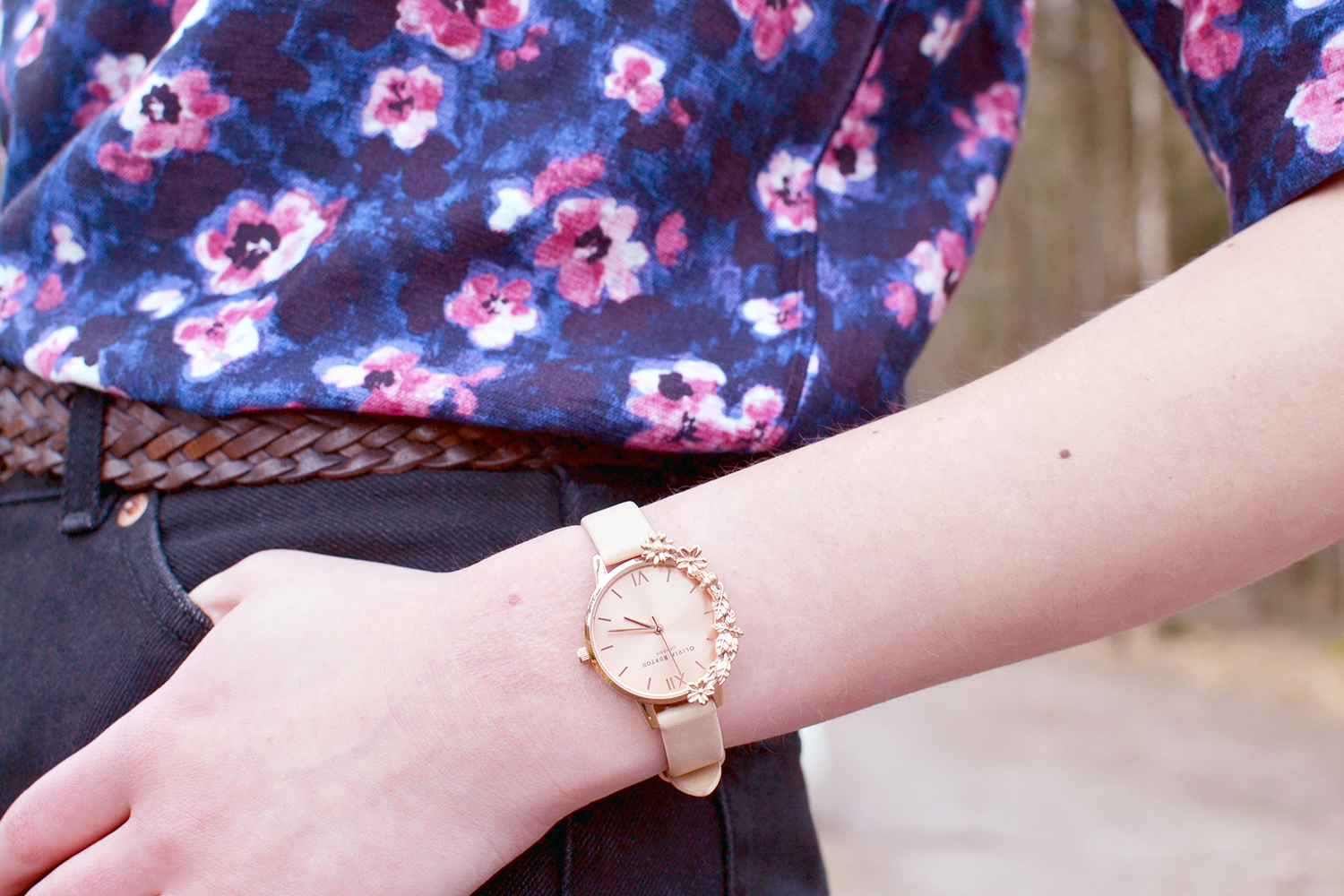 Retromantisch who's that girl wow to go top floral monki metallic bag taiki mom jeans olivia burton watch pink rose gold