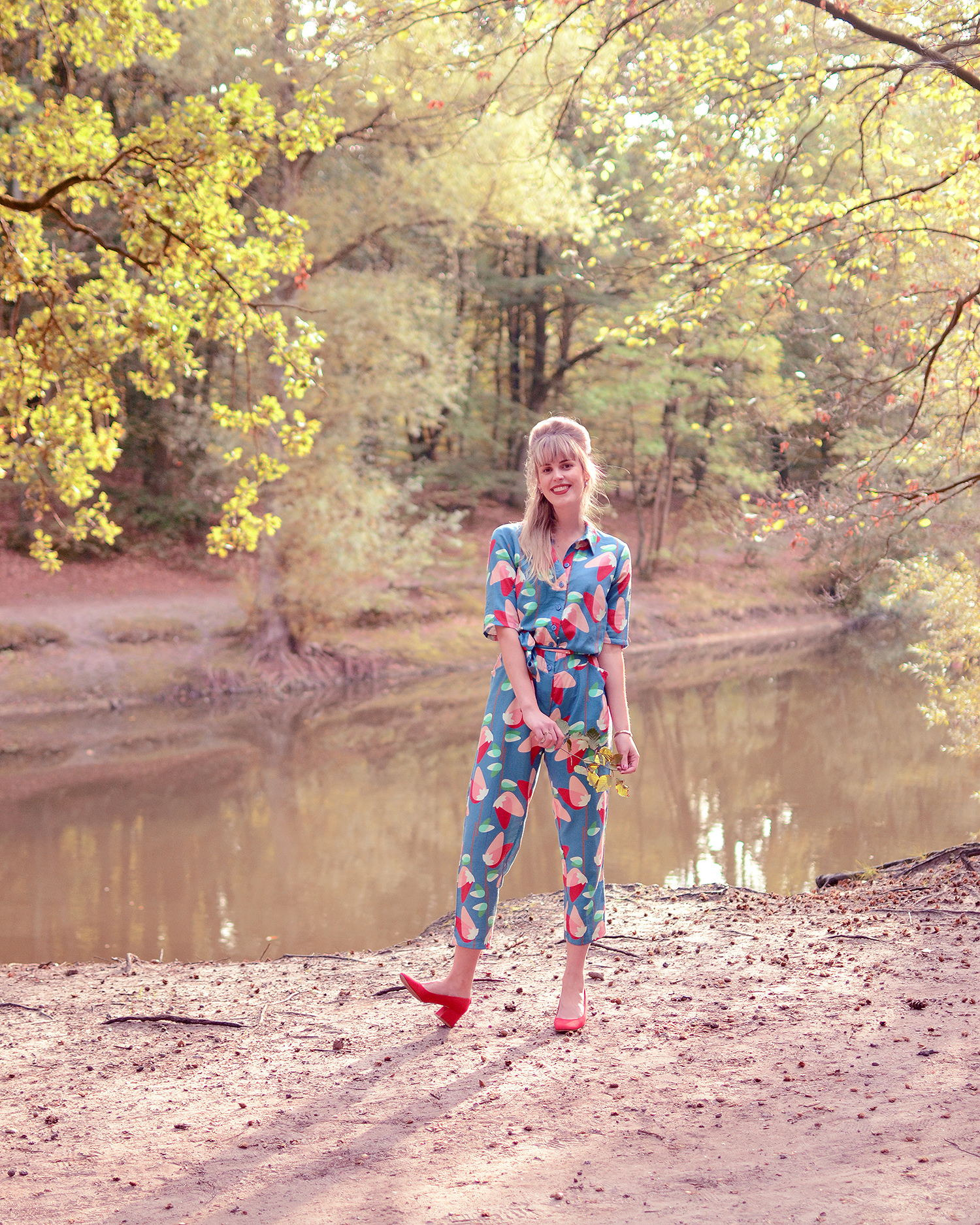 Retromantisch who's that girl jumpsuit blue outfit fashion blog red pumps block heel wtg wow to go