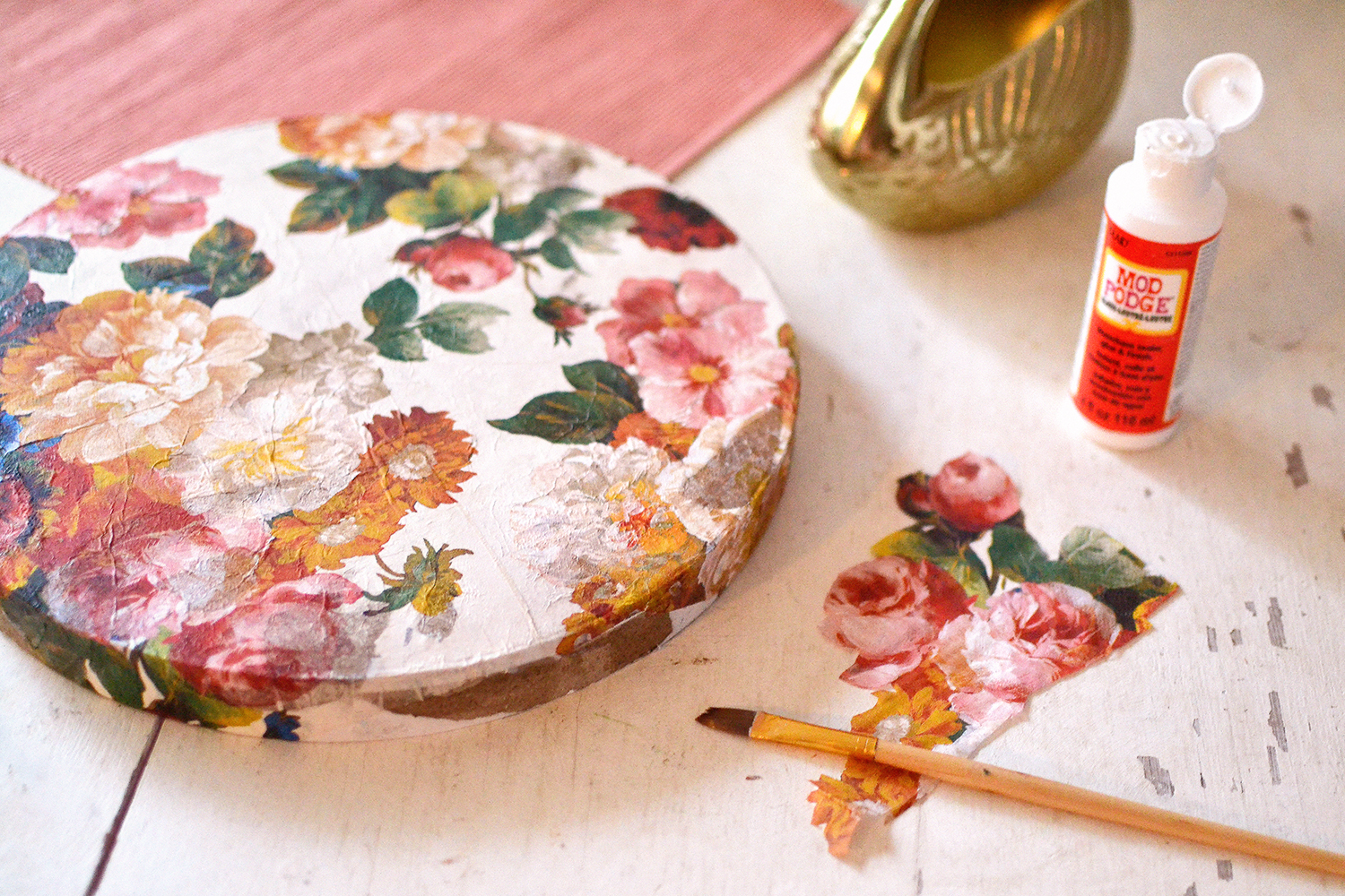 Retromantisch - DIY - hoedendoos bloemen decoupage servetten napkins floral hat box retro romantic mod podge flowers bloemen